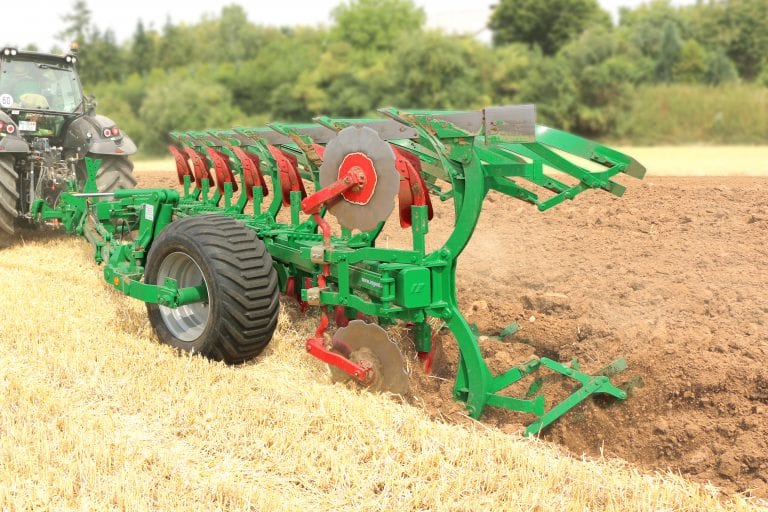 A 7-plough type Taurus 200 T in use